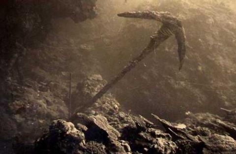 Une ancre sous l'eau